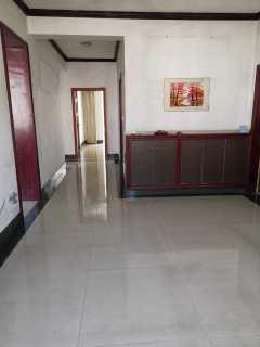 亿鑫二期小区 3室2厅2卫142m²精装修家具家电齐全