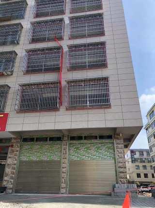 铝都佳园大门对面一房一厅700元,两房一厅900元